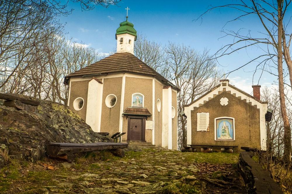Kaplica na szczycie Bardzkiej Góry