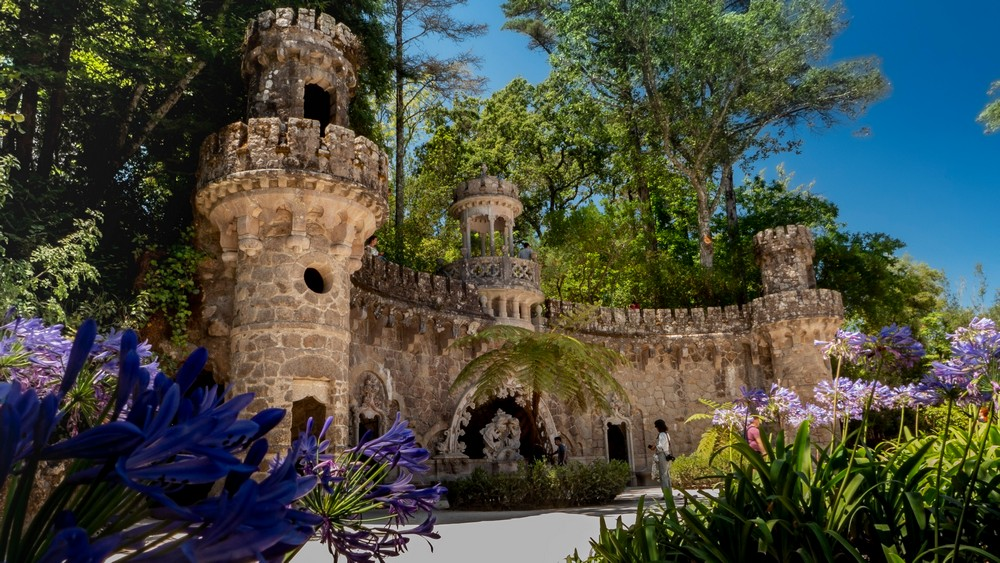 W parku Quinta da Regaleira Sintra Portugalia