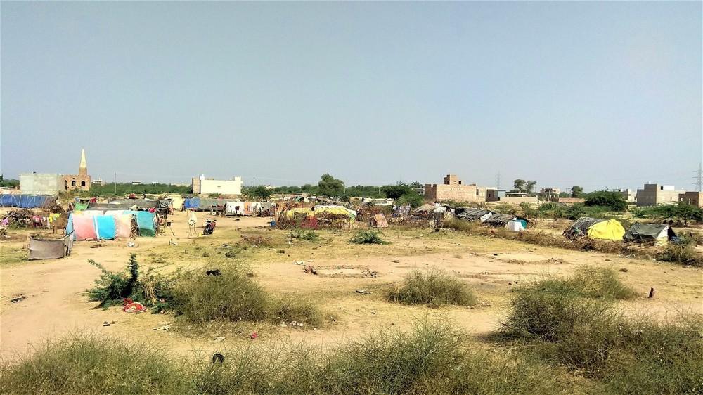 Slumsy z okien pociągu  Indie