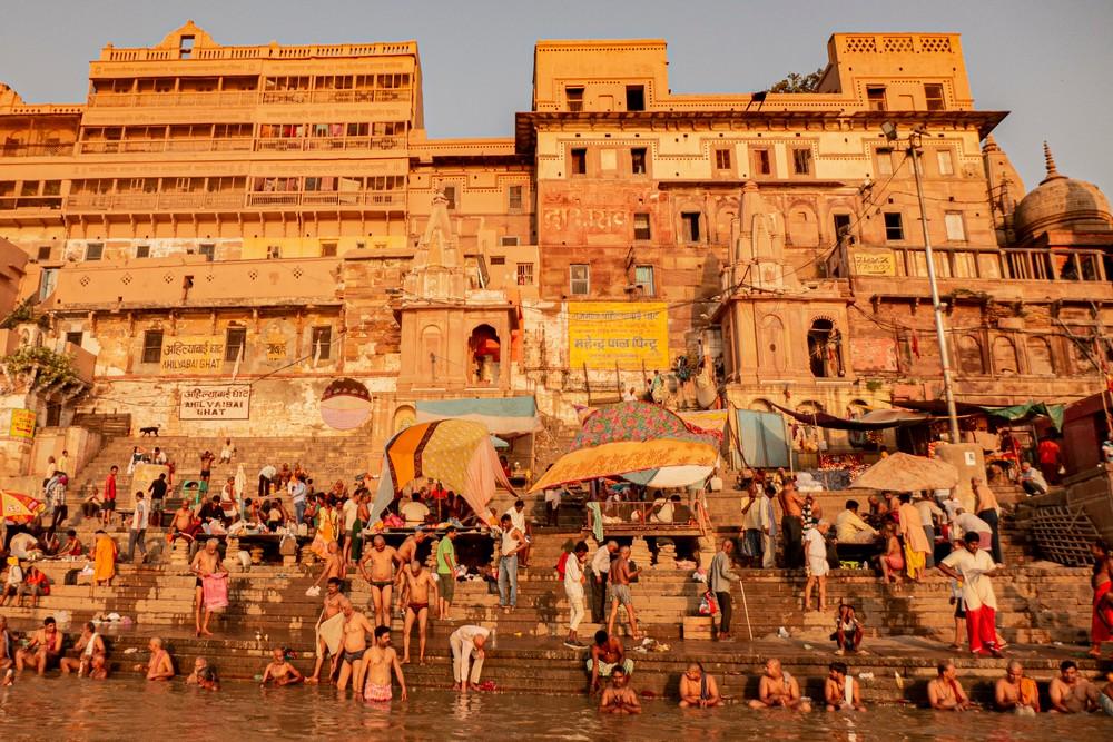 Waranasi Indie kąpiele w Gangesie