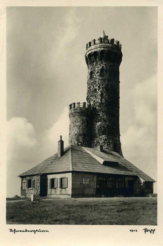 Wysoka na 33,5 metra wieża na Śnieżniku. 1930-1940