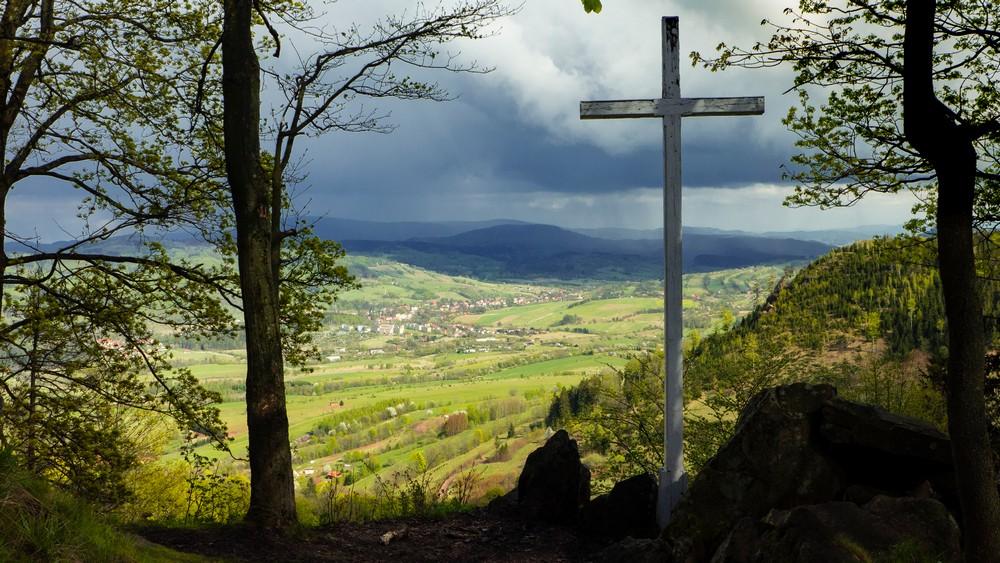 Krzyż  z widokiem na Głuszyce