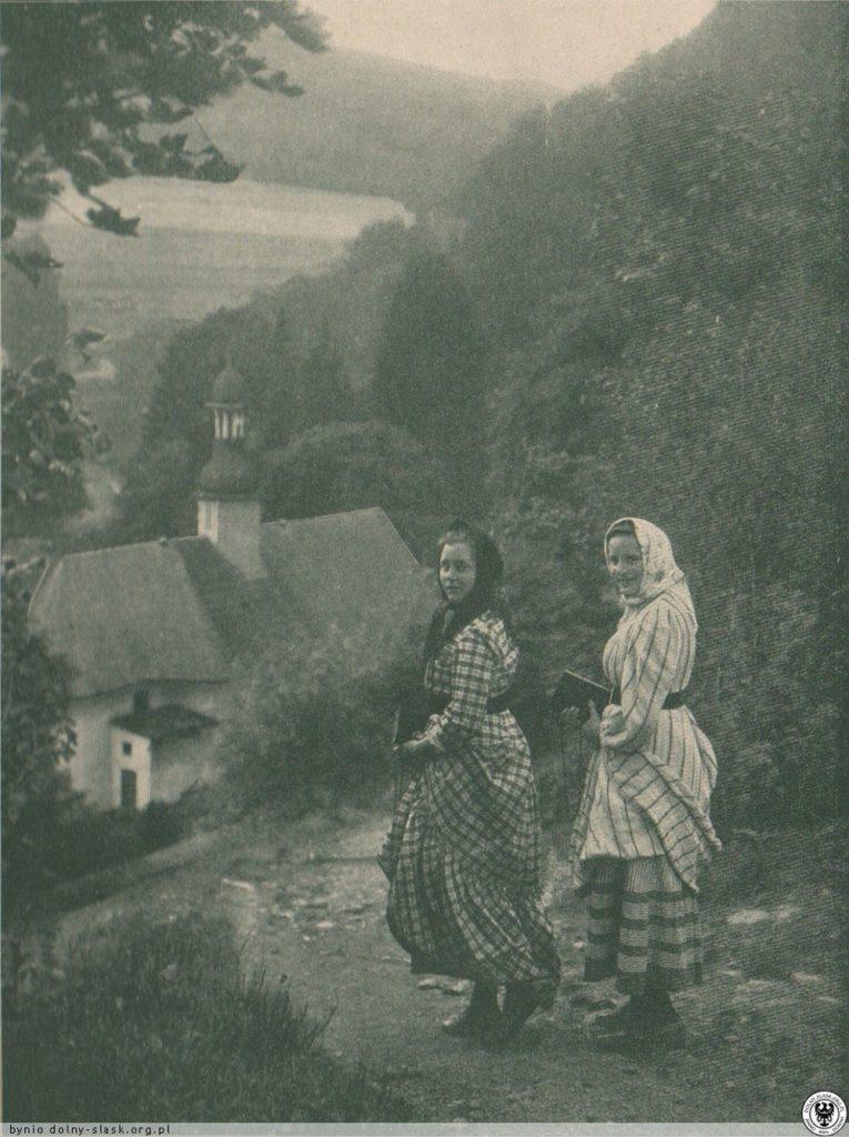 W drodzę do kościoła św. Józefa w Międzygórzu. 1914