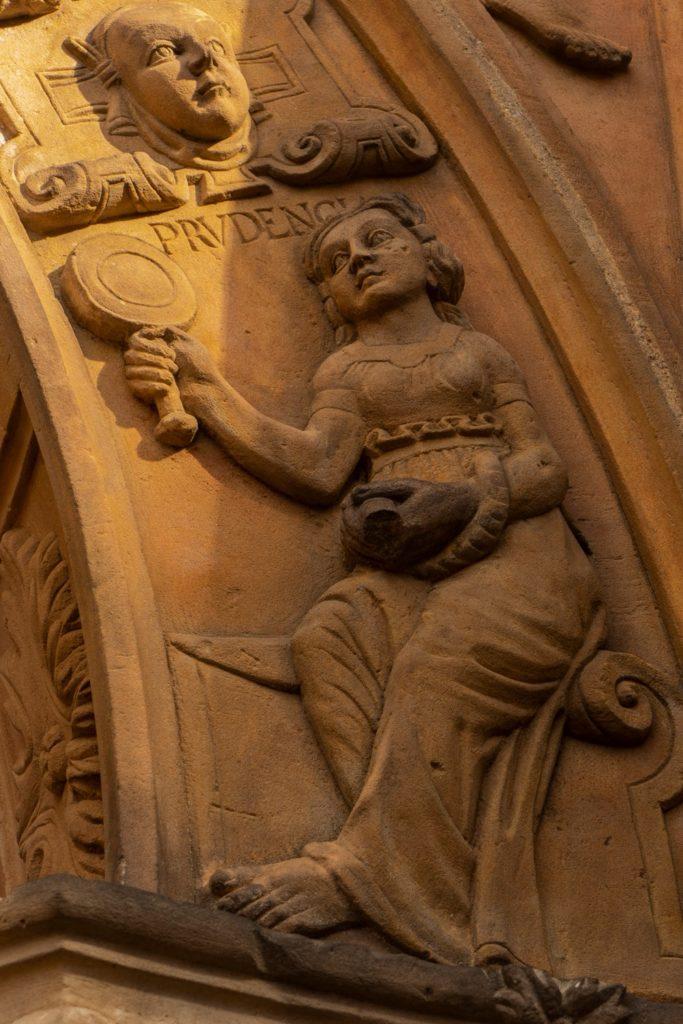 Renesansowy portal kaplicy zamkowej, określany jako najpiękniejszy na ziemiach polskich
