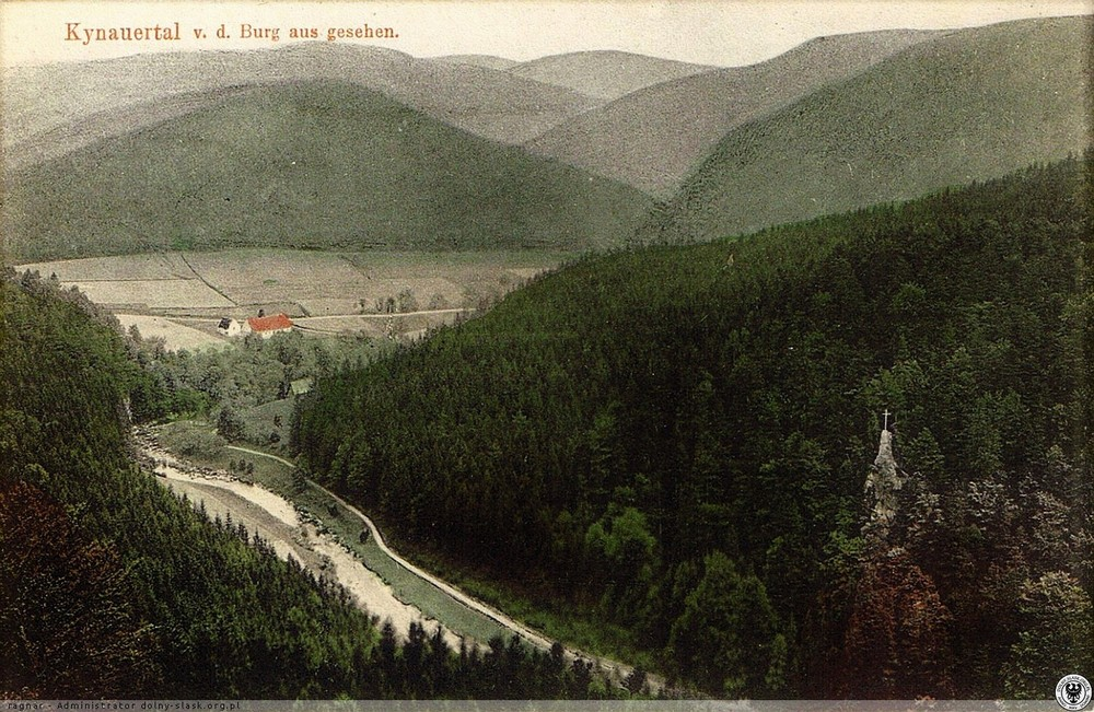 Widok z zamkowej wieży na Kruczą Skałę. 1905-1908