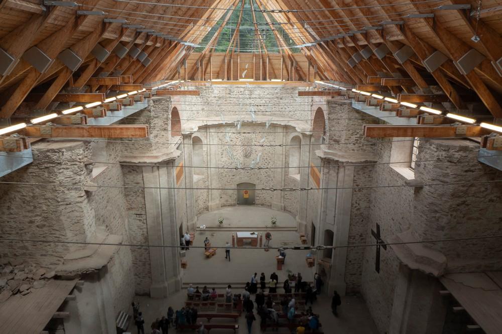 Dach kościoła w Neratovie