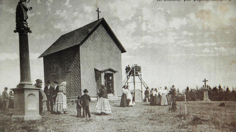 Anenský vrch  i kaplica przeniesiona później do wsi Hadinec. 1910