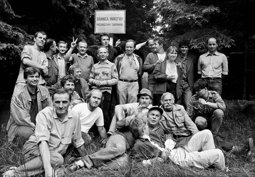 Spotkanie polskich i czeskich opozycjonistów na szczycie Borówkowej. Na zdjęciu m.in. Havel i Kuroń
