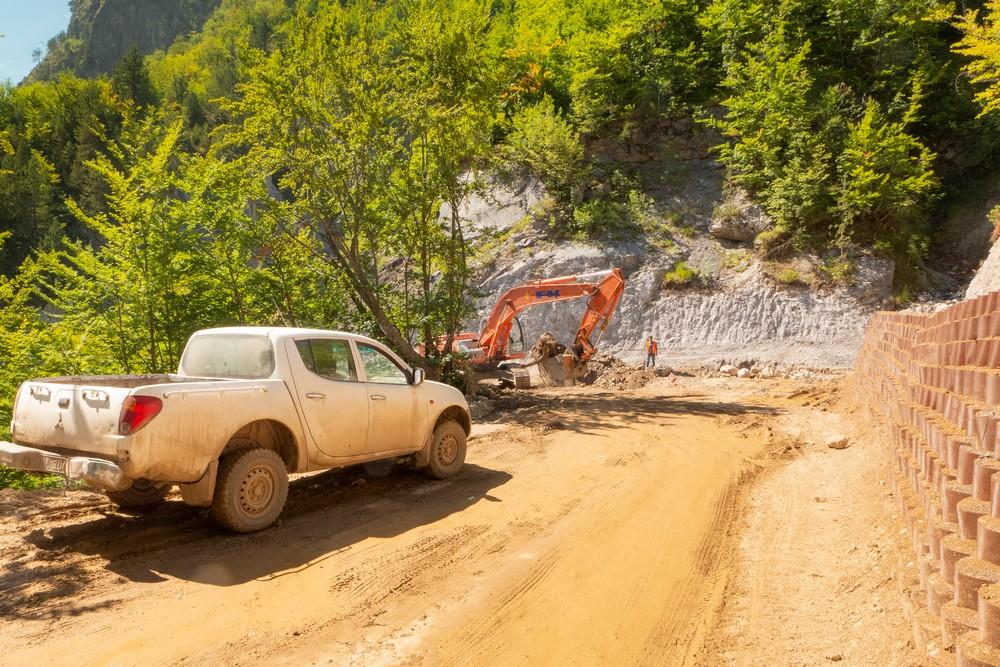 Budowa drogi w Theth